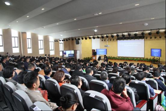 镇江市举办基础最大的合法配资平台装备展暨走进智能课堂论坛
