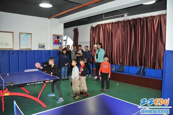 郑州市扶轮外国语学校迎接乒乓球特色发展专家组考察指导