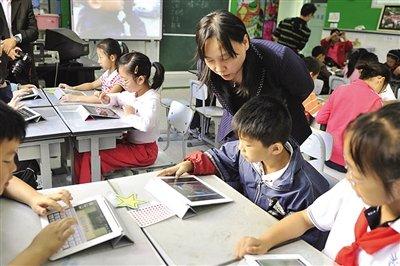 对老师来说,要在教学中用好新工具还需要更多努力。