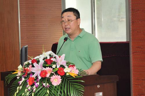 中国现代教育装备杂志社常务副社长丛林主持会议